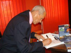 Борис Васильевич Новоселов на презентации книги Записки провинциального инженера