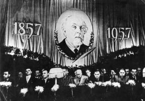 Фото_А.А. Благонравов (пятый слева) в президиуме торжественного заседания, посвященного 100-летию со дня рождения К.Э. Циолковского