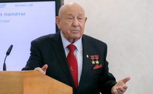 Алексей Архипович Леонов (род.1934) — советский космонавт