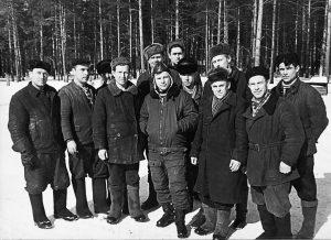 Ю.А. Гагарин с сотрудниками НИИ парашютостроения