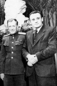 Фото_М.К. Тихонравов, С.П. Королев на праздновании 90-летия со дня рождения К.Э. Циолковского. Москва. 12 сентября 1947 г.