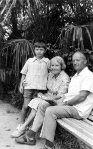 Фото_Николай Петрович и Мария Михайловна с внуком на отдыхе.